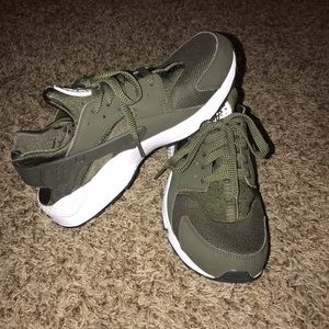 Men's Olive Green Nike Air Huarache's